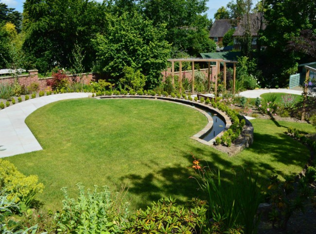 Circular garden with water feature