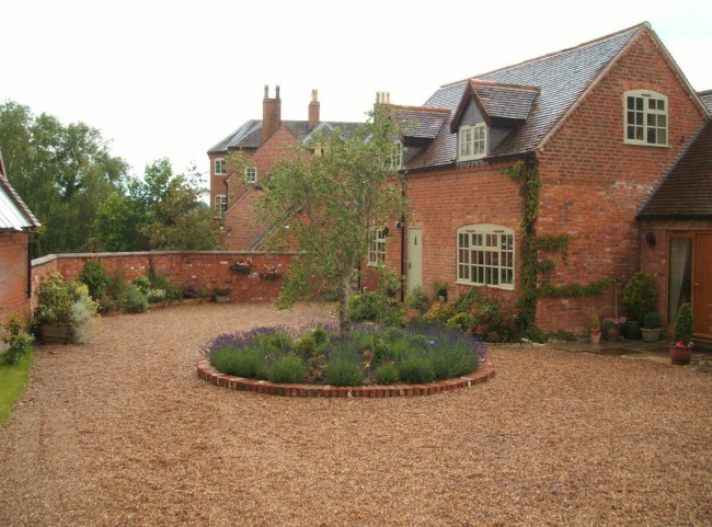 Courtyard with circular planted feature