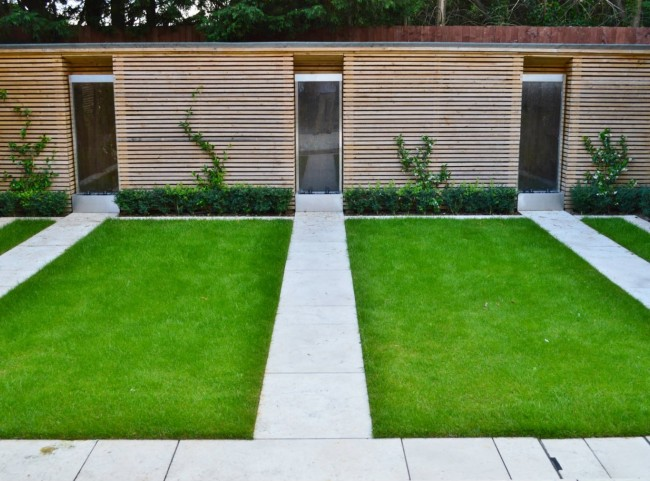 Stainless Steel Water Features and Modern Lawn Design