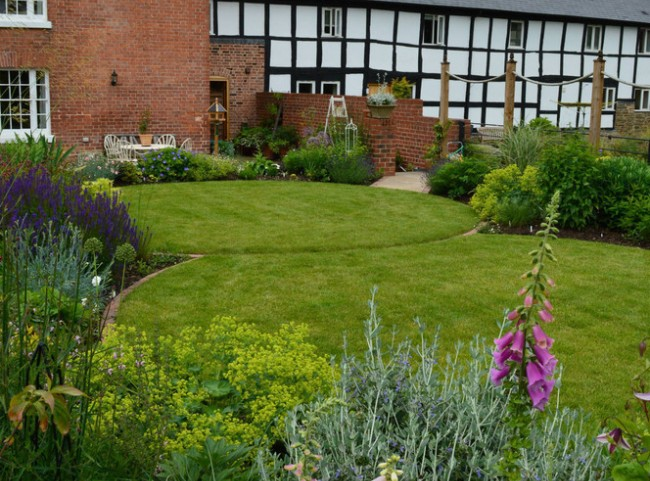 Circular lawns and traditional planting