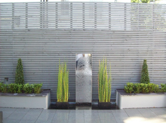 Stainless Steel Water Feature with Painted Slatted Trellis