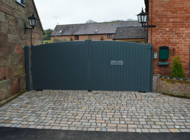 Painted Wooden Driveway Gates with Cobble Detail